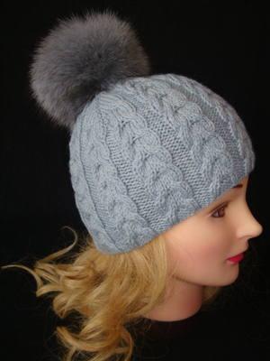 Описание: шапка с помпоном.  Автор: Флора.