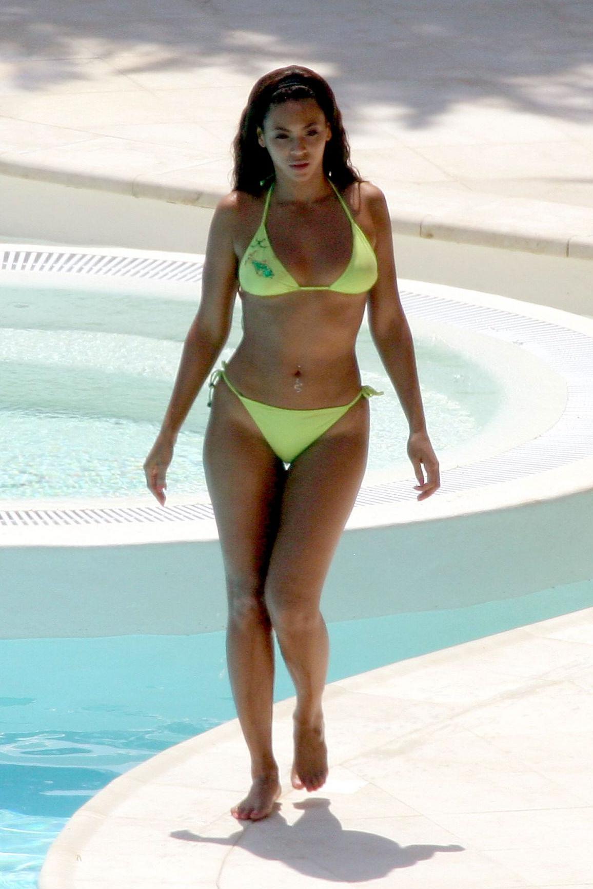Темнокожие женщины в закрытых купальниках 23 фотография