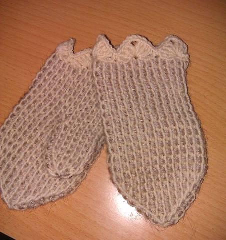 ...давний способ вязания с помощью длинного...  А это - снуд и шапочка.