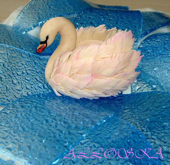 Из чего сделать лебедей