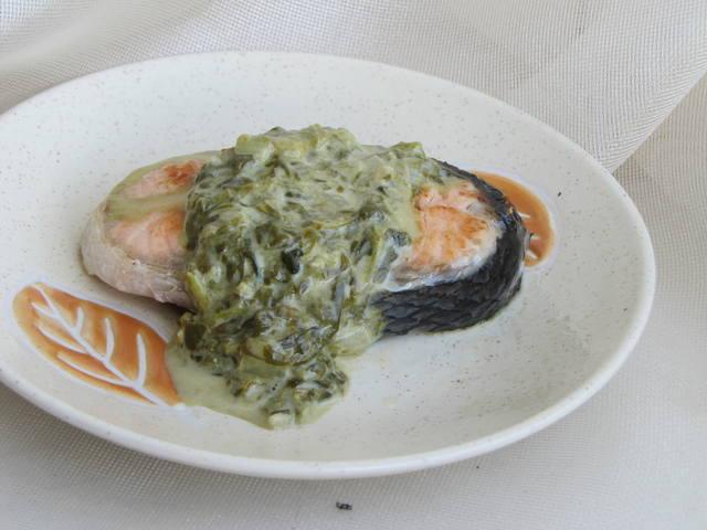 Рыба под щавелевым соусом