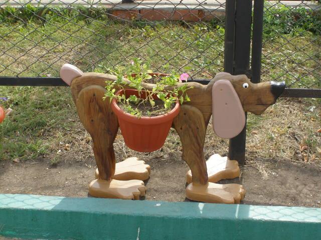 Кашпо для цветов из дерева для сада
