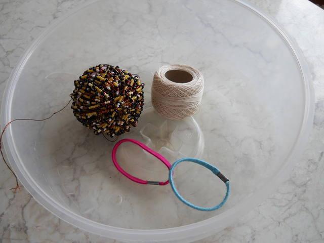 Чем нанизывать бисер на нитку для вязания жгута из бисера