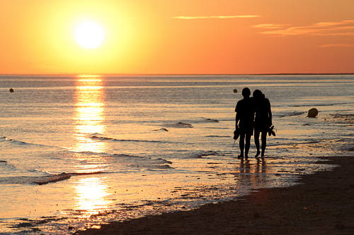 romantic-walk-beach