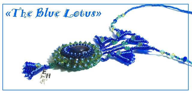 """Кулон  """"Голубые Лотосы """" выполнен из чешского бисера размера 15/0 и 11/0 и бусин, также использован аквариумный камешек."""