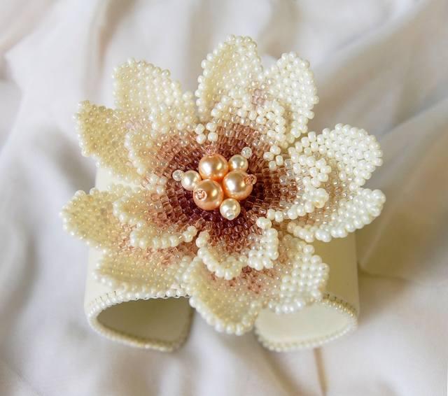 Эта красота сплетена по до боли знакомой всем схеме цветка баунти Елены Elefant.  Большое ей заочное спасибо. нра.