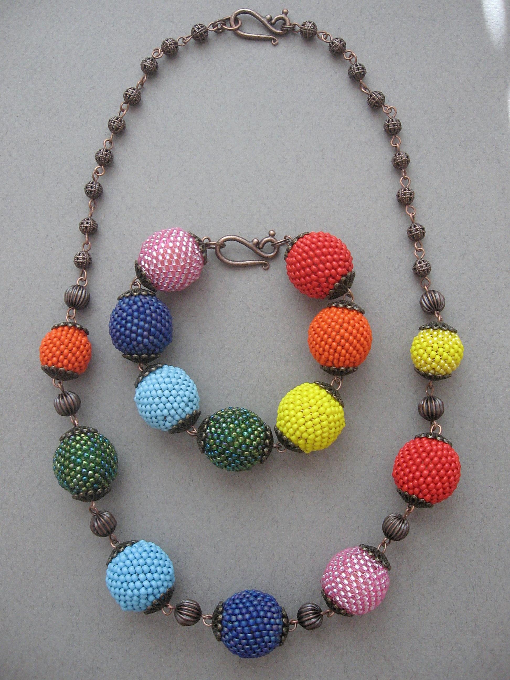 Polinka78. natali.v. katri_85, расскажите пожалуйста как вы браслеты делали.  На какой ткани вышивали.