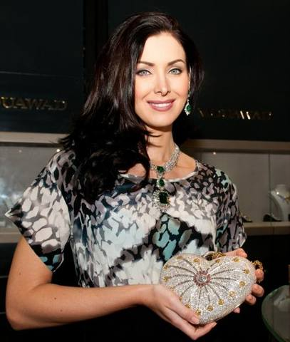 natalie glebova holding the mouawad 1001 nights diamond purse