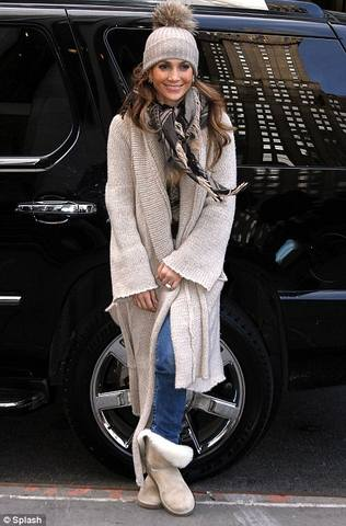 Jennifer Lopez reveals she's picked her American Idol favourites as she shops in New York 3