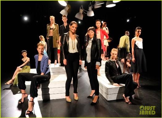 katie-holmes-holmes-yang-fashion-show-02
