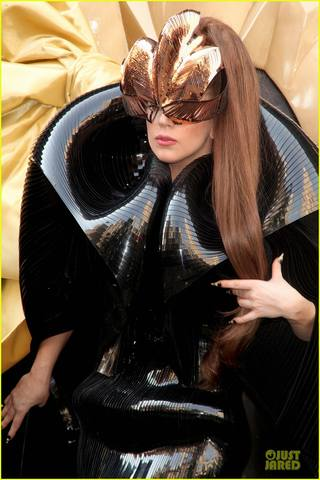 lady-gaga-macys-fame-launch-13