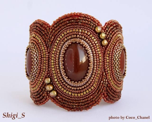 Шикарные украшения из бисера и натуральных камней.