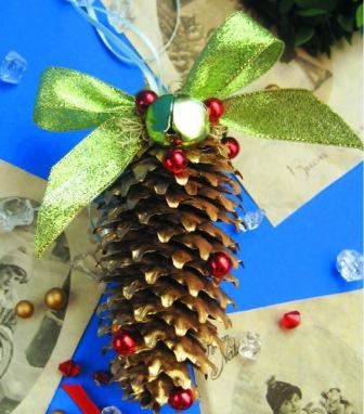 2 Игрушка из шишки украшеная бисером, бусинами и мхом.  Новогодние поделки.  Также Вы можете посмотреть другие...