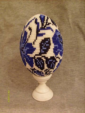 Давно мечтала сплести яйцо с рисунком в стиле гжель.  Уже многие сделали работы по одной и той же схеме...