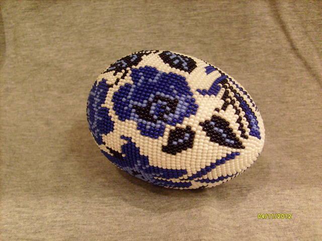 """Яйцо оплетенное бисером  """"Синие цветы """", ручная работа.  Деревянная заготовка оплетена бисером в технике ручного..."""