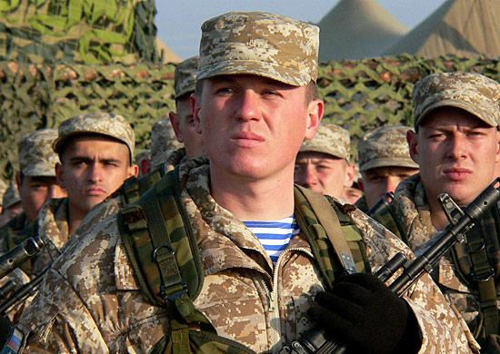 Проходит отбор на военную службу по контракту.