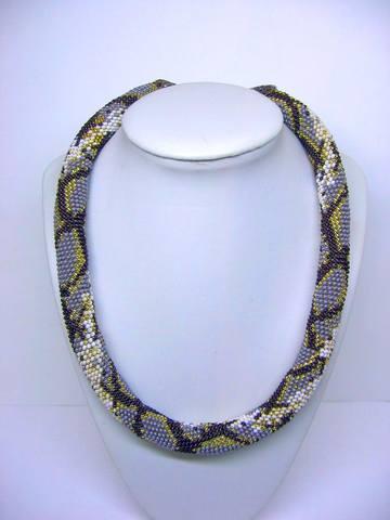 Ключевые слова. бисер.  Вязаный жгут из бисера выполнен в виде змеи.  Материалы: чешский и японский бисер.