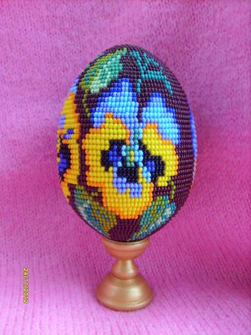 """Яйцо из бисера """"Синие цветы"""""""