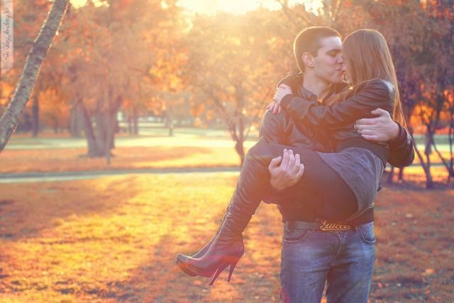 Фото девушка на руках у парня на аву в