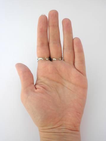 кольцо на 2 з агатом крупний план