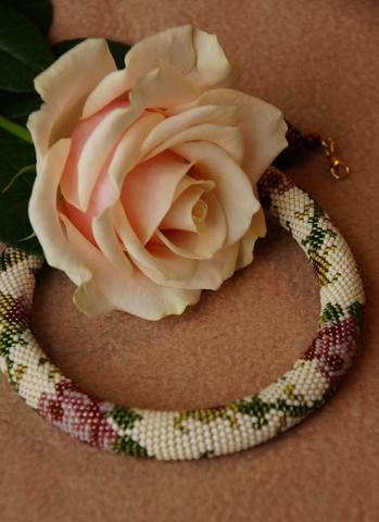 викторианские розы с розой