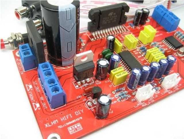 2) Усилитель 4 канала на TDA7388 41W на канал.