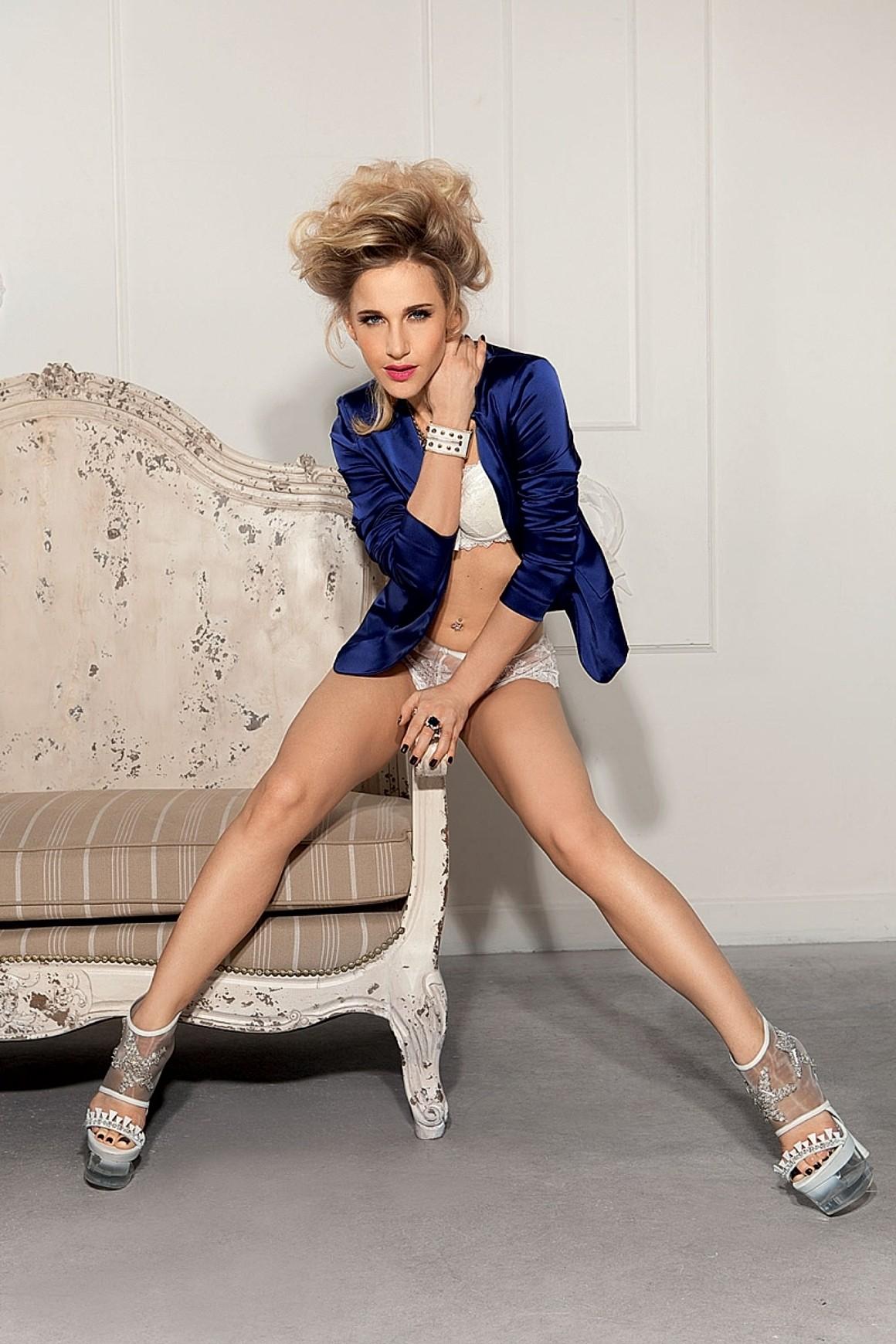 16.05.2012 - Обложку свежего номера журнала Playboy украсила