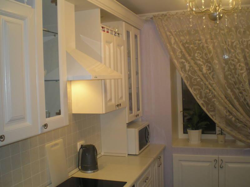 Дизайн прямой белой кухни 8 кв.м.
