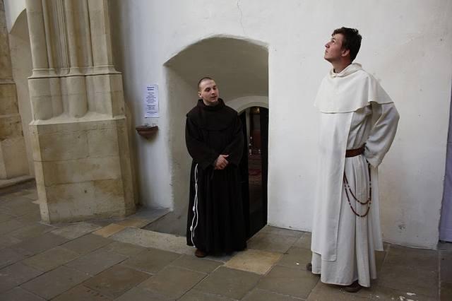 местные-монахи