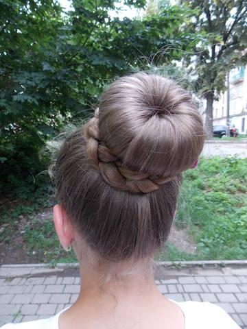 Квіти у волоссі