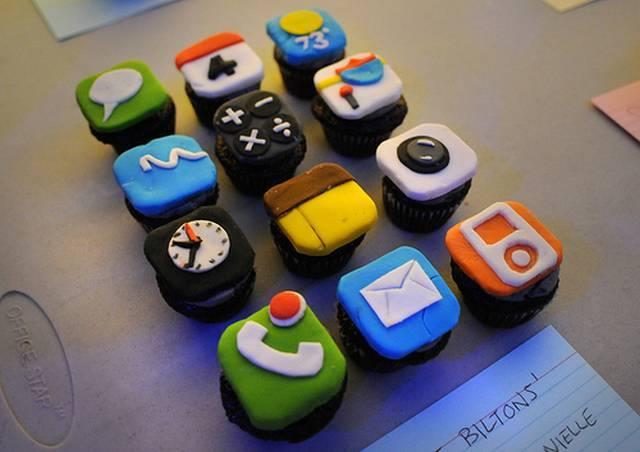 3-iPhone-Cupcakes
