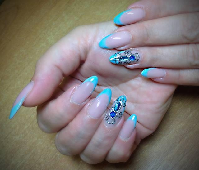 Ногти бирюзового цвета острые 183