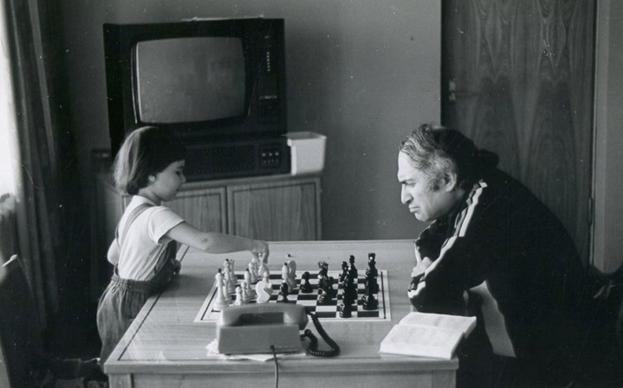 «Запад в агонии!». Почему дочь шахматиста променяла Запад на Россию?