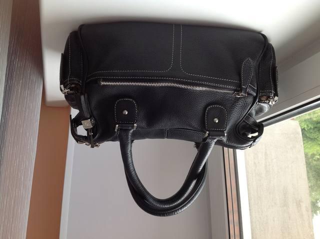Продается сумка копия CHANEL, кожаная, вместительная, очень удобная.  Производство Польша.  Б/у в отличном состоянии.