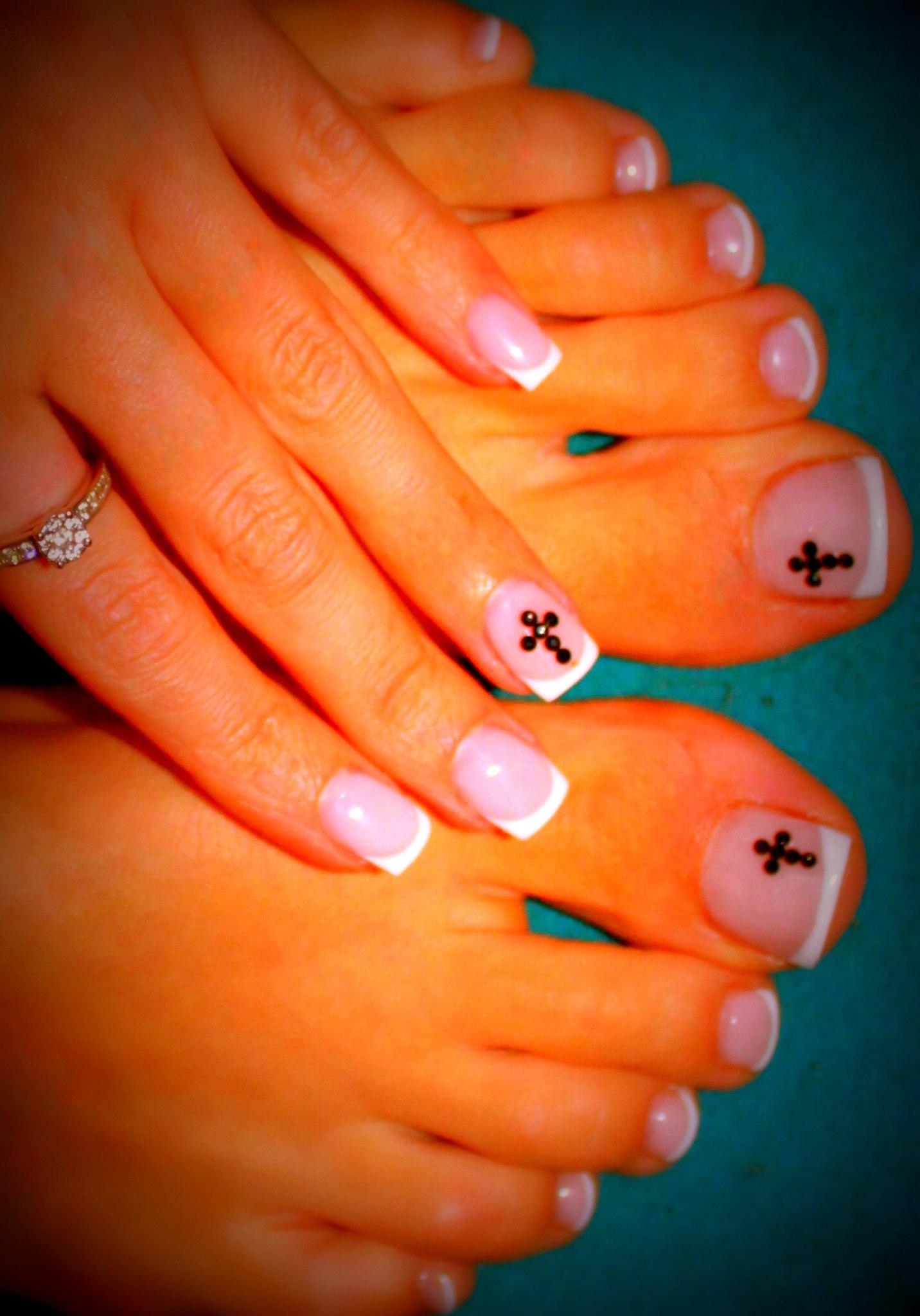 Фото дизайна ногтей с крестом
