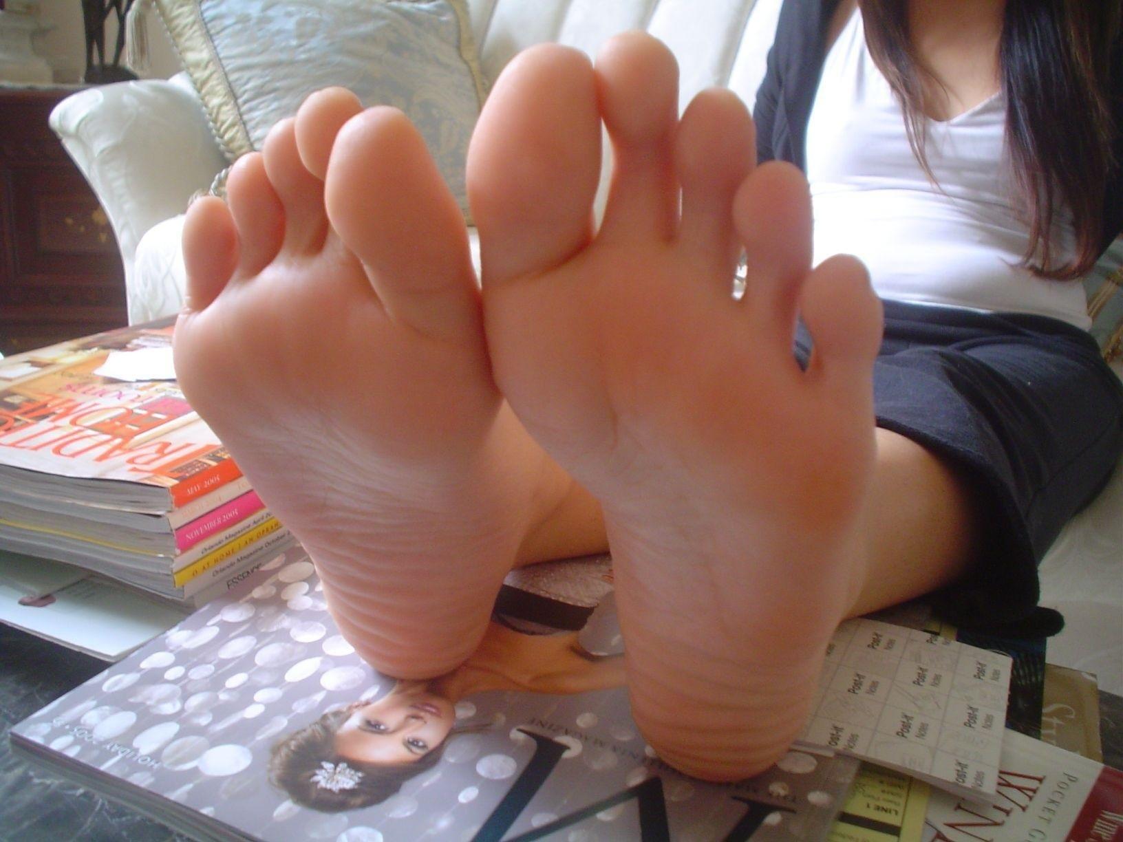 фотографии пальцев ног молодых русских девушек