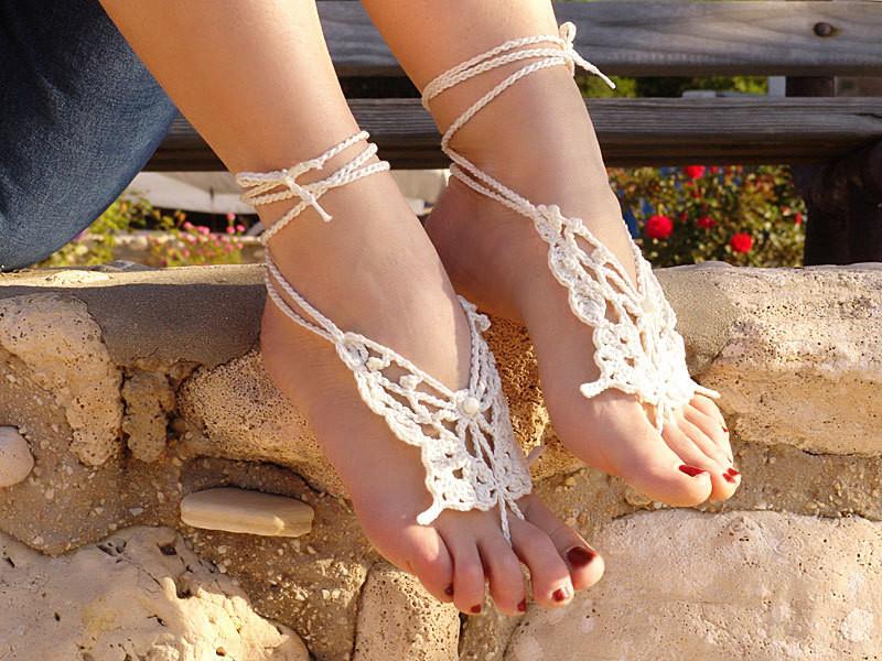 Обыденное и красивое украшение для ног в летнюю пору