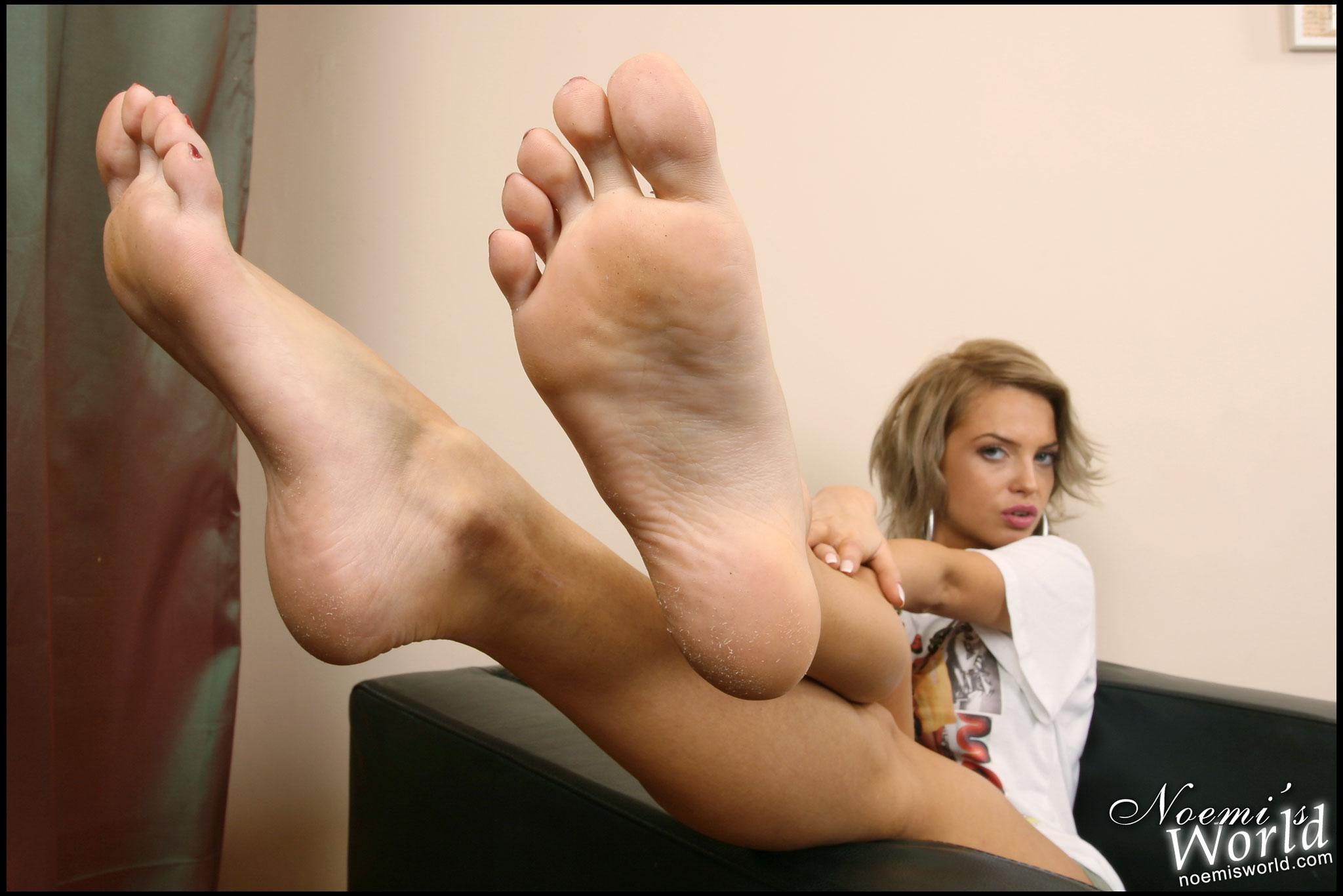 porno-lizat-potnie-nogi