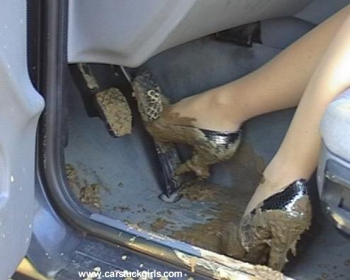 Грязные женские ботинки этим