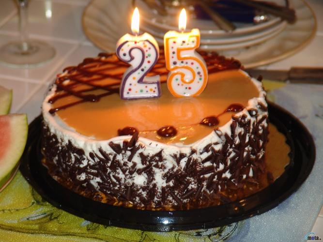 Если хотите узнать, как приготовить вкусные торты на день рождения, рецепты вам в помощь.