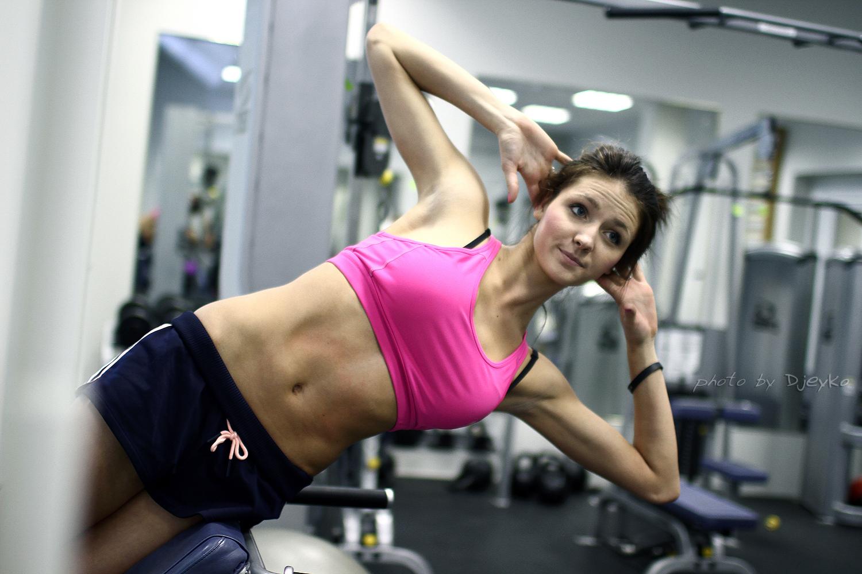 Фото тренирующейся девушки
