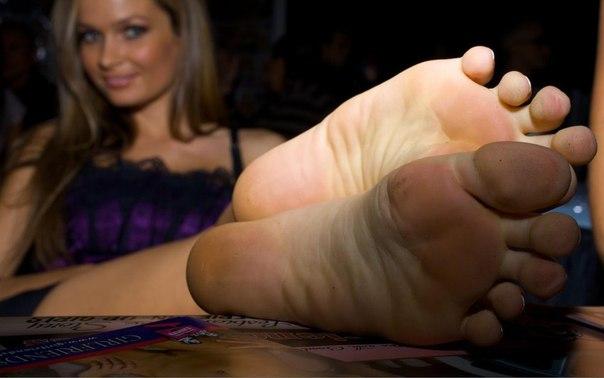 Нюхай мои потные ноги видео