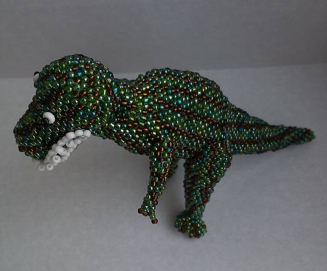 динозавр из бисера