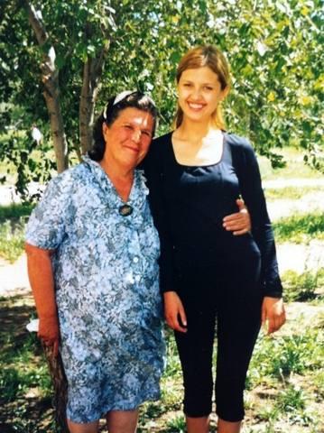 18-летняя Вики с бабушкой