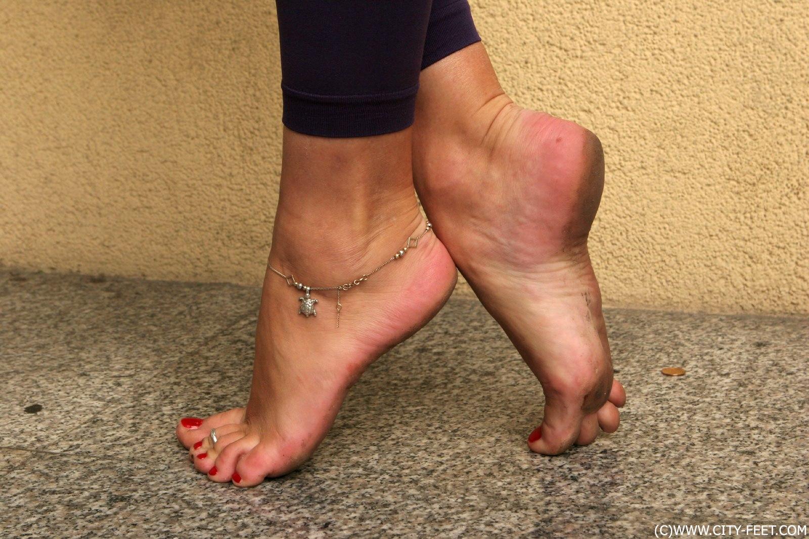 lizat-gryaznie-zhenskie-nogi