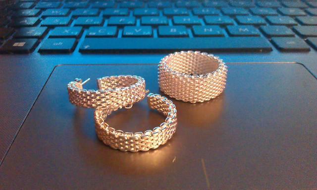 4b39deb7056f http://www.aliexpress.com/snapshot/294683734.html. Кольцо и серьги. Брала,  для комплекта. Кольцо напоминает кольчугу, во время носки стягивает палец.