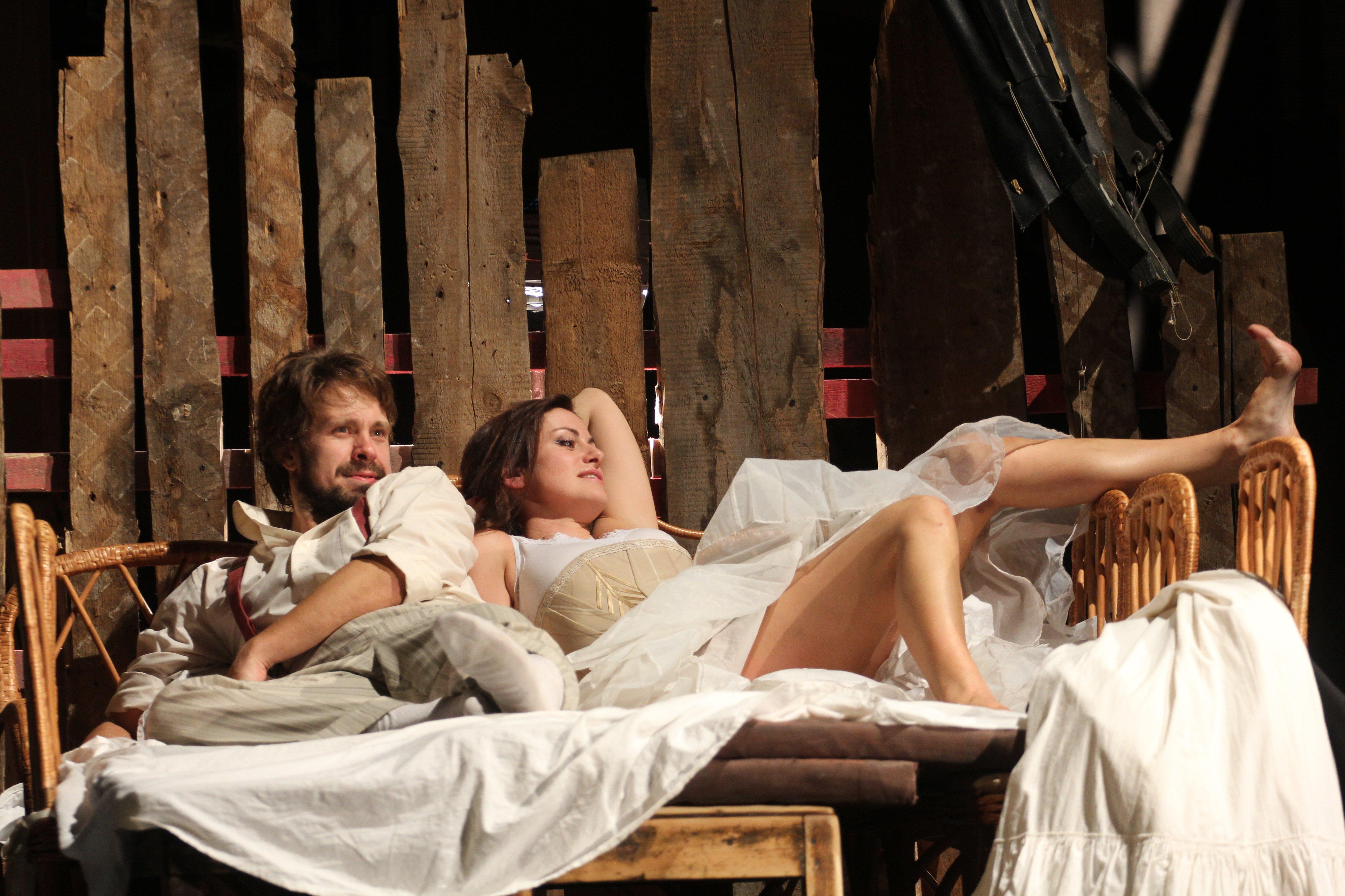 Спекталь с голыми актрисами 25 фотография