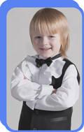 Ткань: 55% хлопок + 45% полиэстер.  Сорочка с жабо для мальчика младшего возраста.