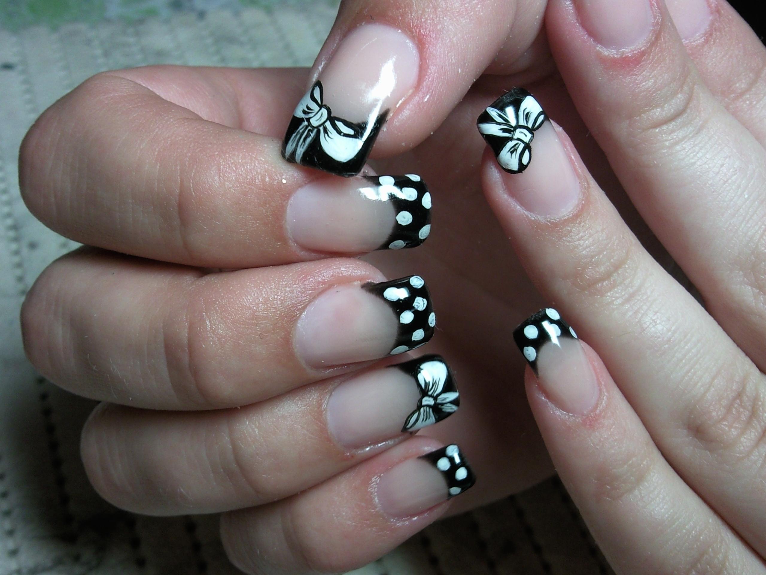 Наростить ногти с бантиками