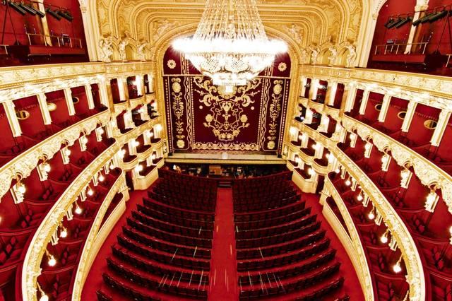 театр стал государственным